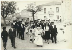 Giovanni Ruiu, primo da destra, padre della sposa: archivio popolare fotografico