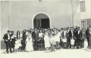 Gli sposi Antonino Sini e Cristina Corda, insieme agli invitati: archivio popolare fotografico