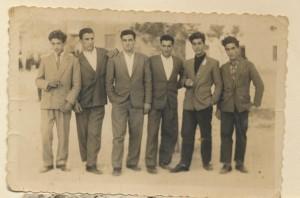 Da destra: Gesuino Cherchi, Sebastiano Frau, ?, Emanuele Chessa, Antonio Leone, ?: archivio popolare fotografico