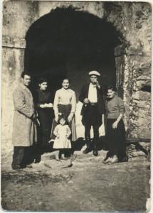 Marco Sini, moglie di P. Fancello, P. Fancello, Maria Fancello: archivio popolare fotografico